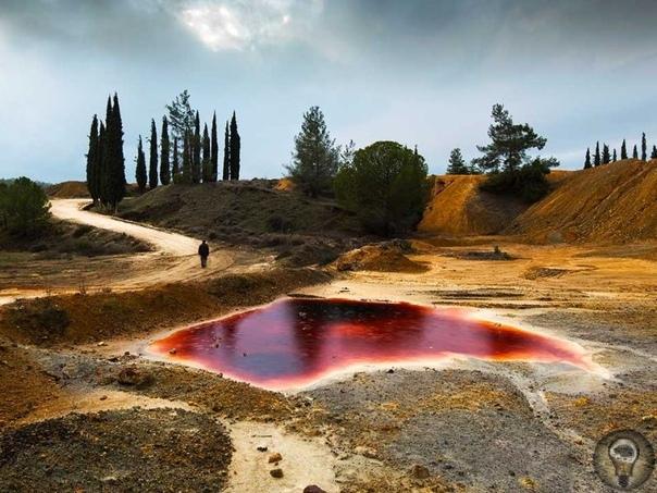 Мистические места на Кипре 1. Антигравитационная дорога С виду ничем не примечательная дорога Е711 между Пафосом и Полисом на самом деле одна из загадок человечества. Гравитация на участке с