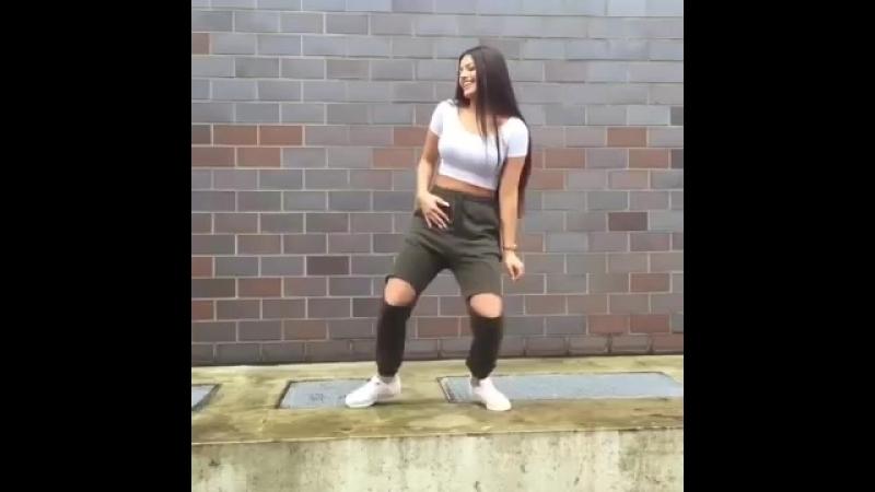 İvana Santacruz DANCE Enrique İ
