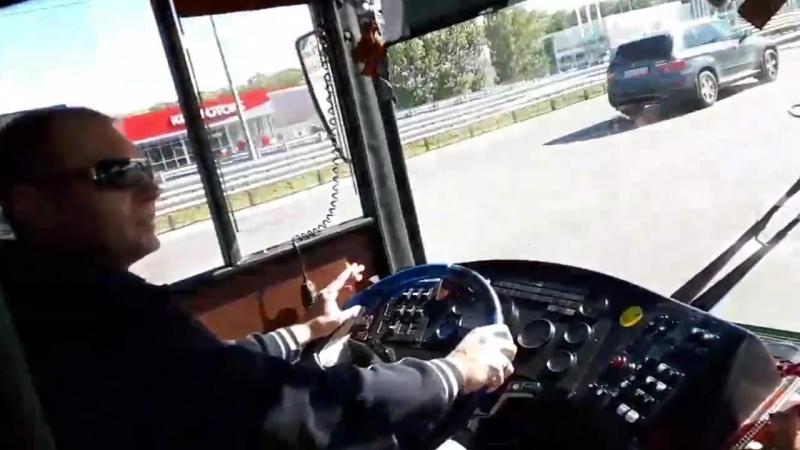 В Воронеже водитель автобуса едва не избил пассажира за замечание о курении