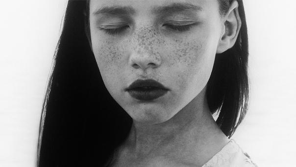 Почему мы закрываем глаза когда молимся, плачем или целуемся..
