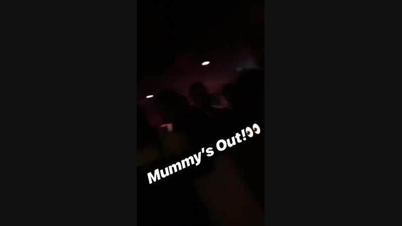 Perrie en la historia de Instagram de Sam Coxy! - - iHeartAwards CutestPet Hatchi