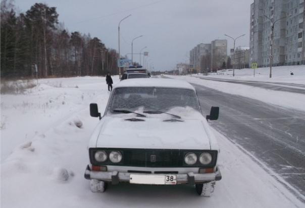 В Усть-Илимске неоднократно судимые молодые люди за ночь угнали 3 автомобиля