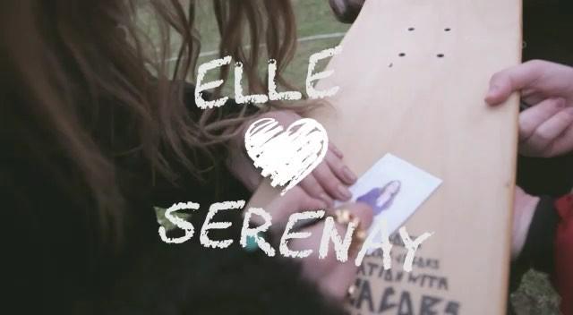 """Serenay Sarıkaya on Instagram """"Sizin için imzaladığım fotoğrafları aldınız mı Alanlar bir selfie mi atsa🌸🌸😚 @elleturkiye"""""""