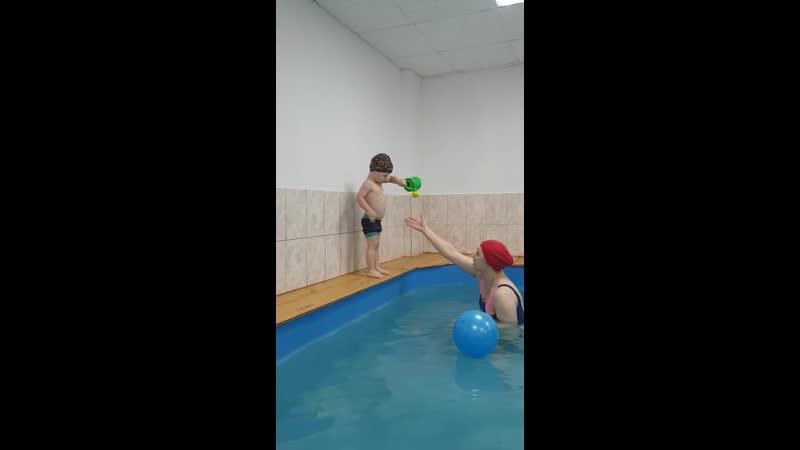 Играем и смело ныряем Бассейн КРОХА