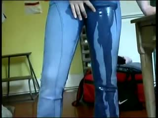 Hot slut can't hold her pee