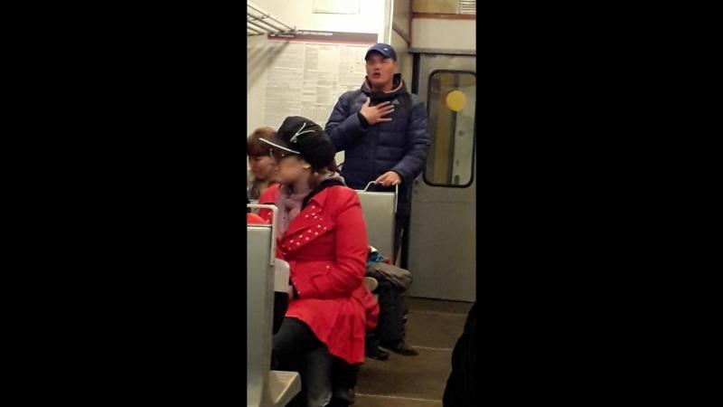 Парень в поезде веселит народ 2