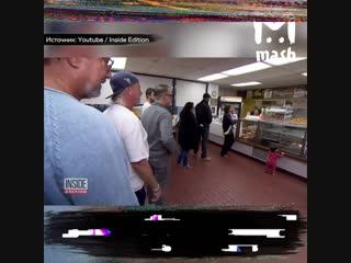 В США местные жители скупают пончики, чтобы владелец раньше уходил домой к больной жене
