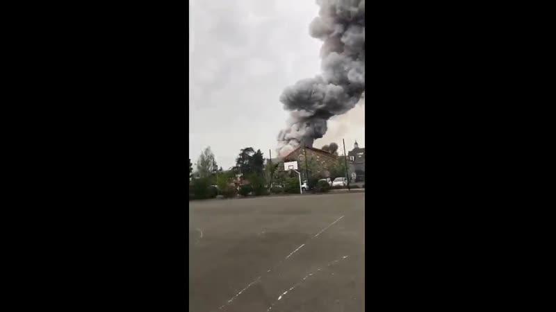 Во Франции вспыхнул пожар у знаменитого дворцово паркового ансамбля Версаль который ранее являлся резиденцией французских корол