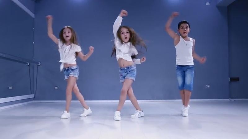 Самая лучшая песня-поздравление с днем рождения мужчине и женщине! Дети танцуют! Новая песня!)