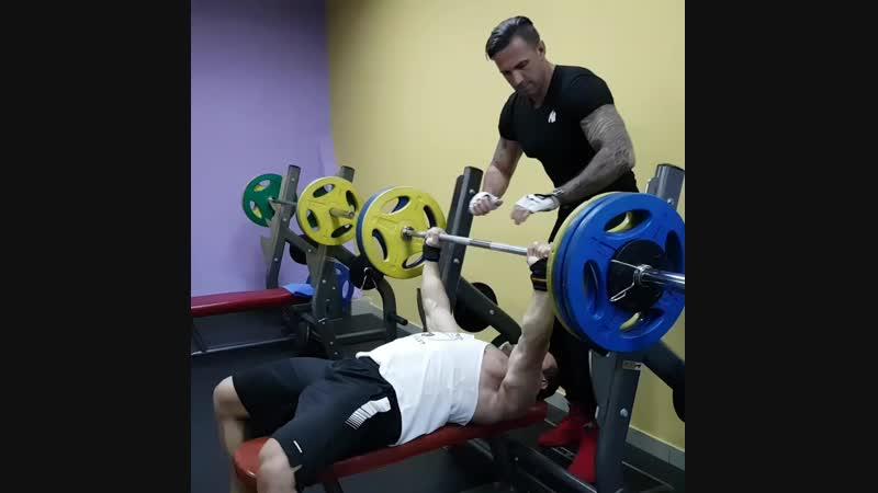 Гончаров Олег - Жим 135 кг. 9.01.2019
