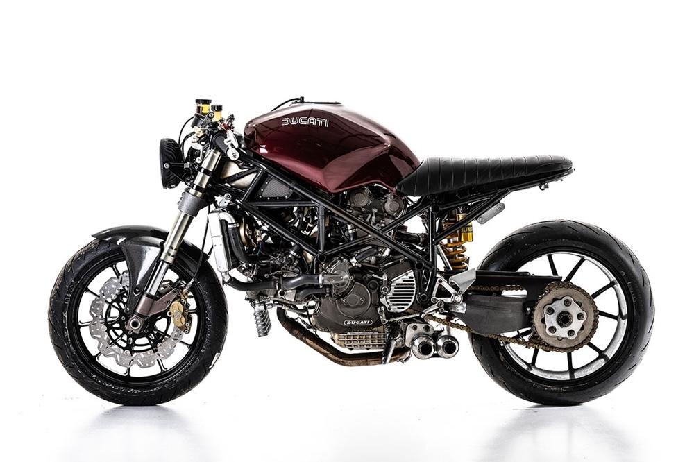 Barn Built: кафе рейсер Ducati 916 Cafe Corse