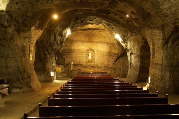 Соляной собор Сипакиры уникальный колумбийский храм под землей Жителями разных стран было построено много необычных и завораживающих религиозных храмов. Один из них католический собор Сипакиры,
