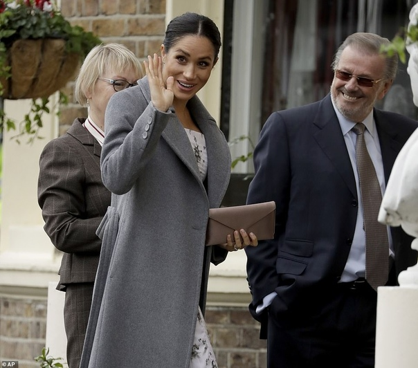 Меган Маркл посетила дом престарелых в Лондоне Сегодня 37-летняя Меган Маркл отправилась на запад Лондона в дом престарелых Brinsworth House. Его жители художники, артисты, актеры и другие