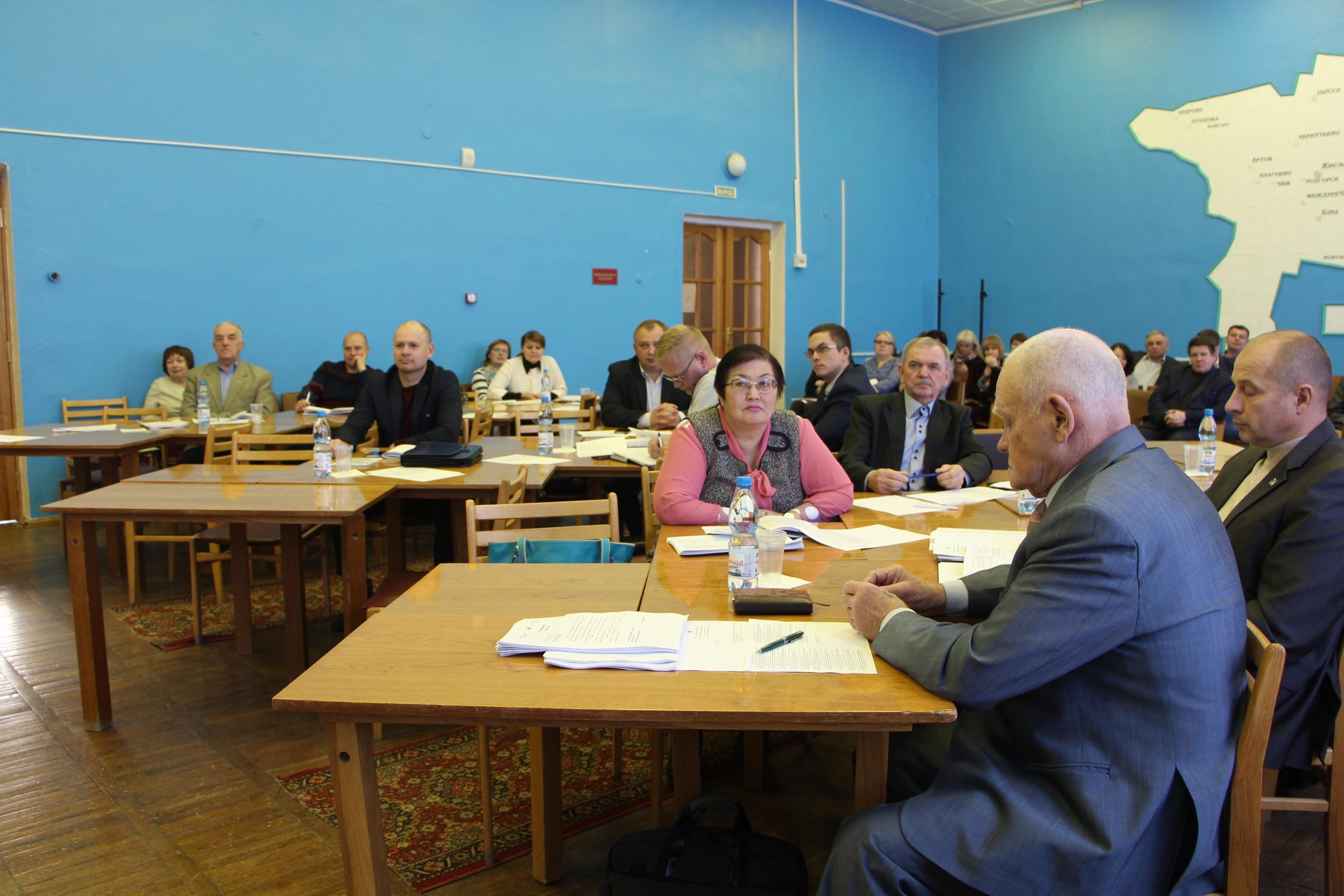 Депутаты районного Совета внесли изменения в бюджет района и в прогнозный план приватизации имущества , осуществили передачу имущества и др.