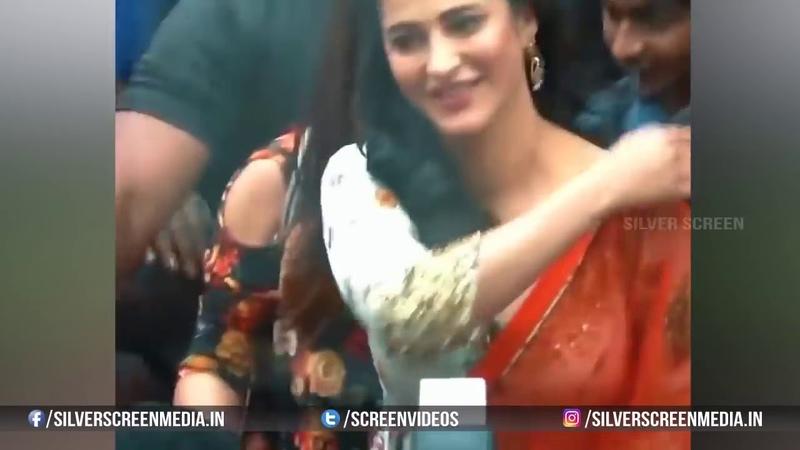 Shruthi Hassan Dress Slips In Public Shruti Haasan Adjusting her Dress