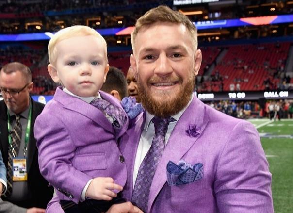 Конор Макгрегор со своим сыном.