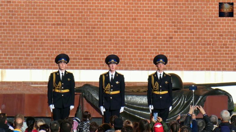 Москва. Пост №1. Смена Почётного караула у Вечного огня в Александровском саду