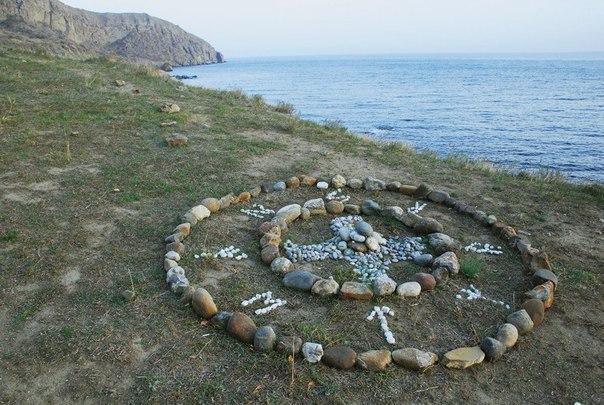 Меганом. Крым. Одним из самых таинственных мест Крыма по праву считается мыс Меганом. С ним связано множество различных историй и легенд, а очевидцы утверждают, что здесь можно вполне увидеть