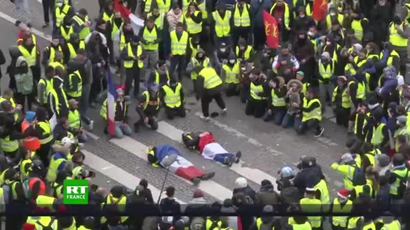 Hier zeigt uns Macron wie Armselig er doch ist Der Herr von Rothschilds Gnaden Frankreich weitere Bilder Wahnsinn was