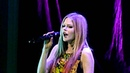 HD Avril Lavigne When Youre Gone Vancouver 2011