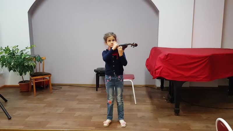 Будущая скрипачка!