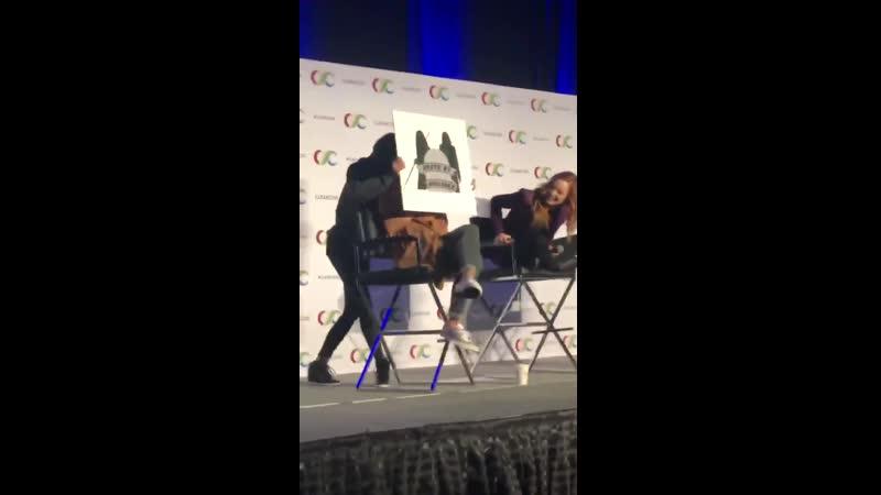 Джес Макаллан врывается на панель Кейти и Катрины   Clexa Con