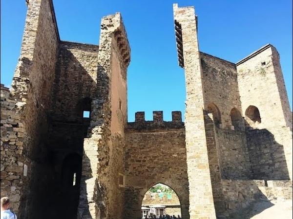 Фальшивая история древних построек придумана в 19 - ом веке для туристов.