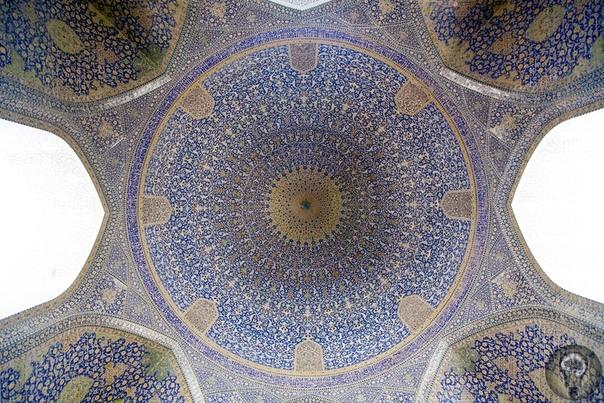 Мечеть Шейха Лотфоллы на площади Накше Джахан в Исфахане (Иран) Мече́ть ше́йха Лотфоллы́ (перс. مسجد شیخ لطف الله / Masjede Šeyh Lotfollâh) крупнейшая мечеть Исфахана, одна из крупнейших мечетей