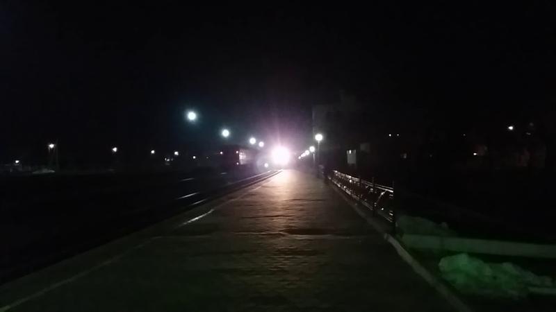 2ТЭ116-1062 отправляется с поездом 116 сообщением Бердянск-Киев. И приветливая бригада.