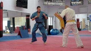 Техника удара Уширо-гери от чемпиона мира по Кудо