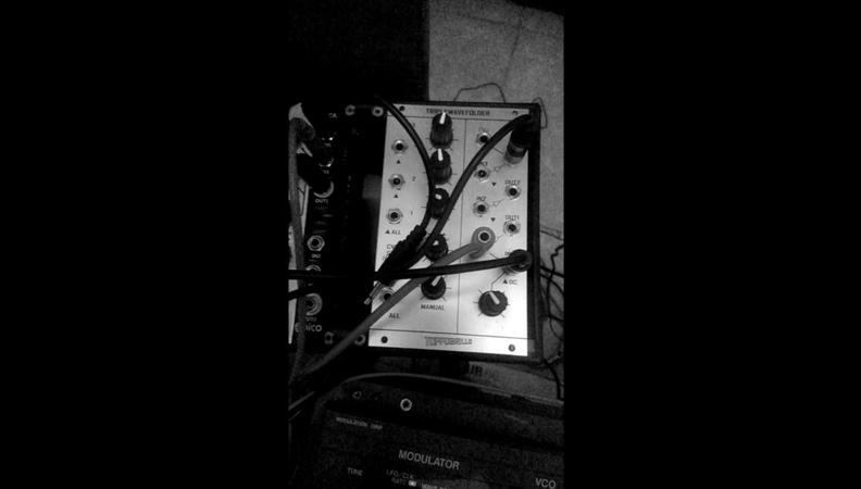"""@equinoxious on Instagram Un poco de sonoro toppobrillotwf wavefolder"""""""