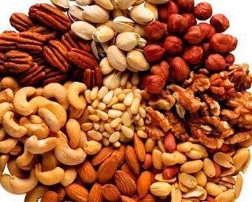 О пользе орехов. АрахисНаиболее популярный орех среди спортсменов. Его ценность в высоком содержании белка и невысокой стоимости. Купить его можно где угодно, даже у метро по дороге на работу.