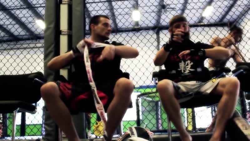 Бойцы UFC REVGEAR James Krause, Tim Elliott, Zak Cummings