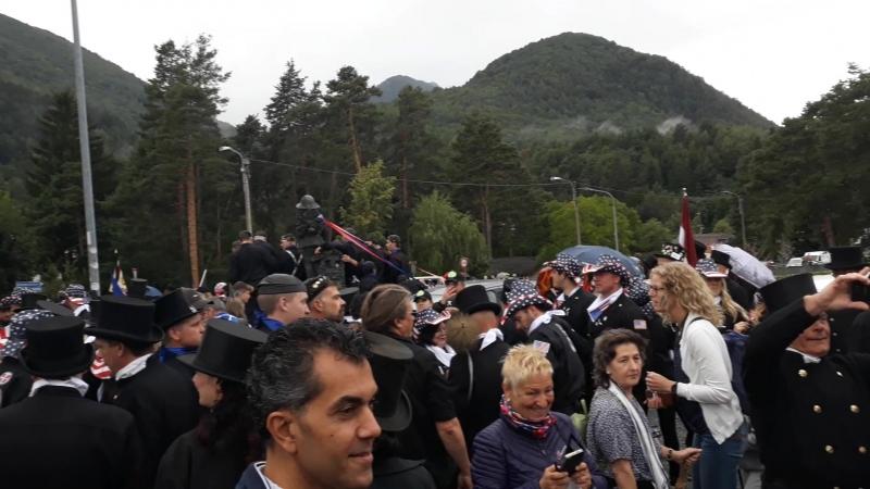 Сбор у памятника маленькому трубочисту