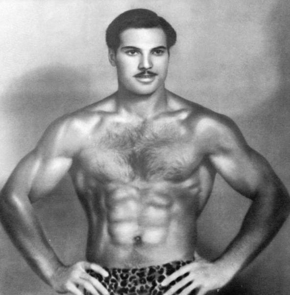 Альберт Азарян один из величайших советских гимнастов, трёхкратный олимпийский чемпион, четырёхкратный чемпион мира, двукратный чемпион Европы, 11-кратный чемпион