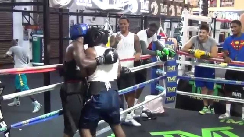 Intense sparring at the Mayweather Boxing Club- These guys dont like each other!