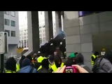 Les GJ sont en train de prendre d'assaut le parlement de Bruxelles En Belgique