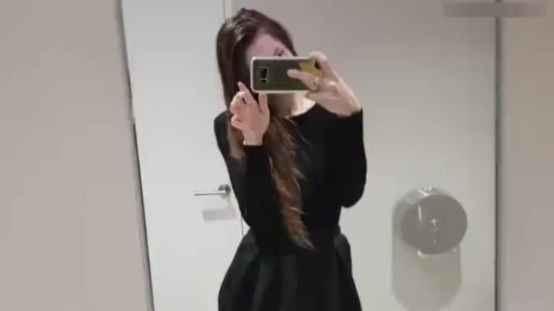 Перископ няшки из туалета в универе Милая киска показала грудь и мастурбировала