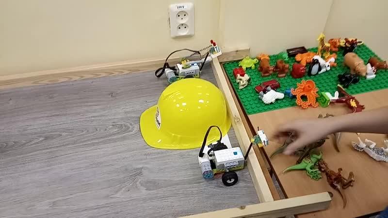 Детский центр робототехники Умник скоростные гонки роботов Майло