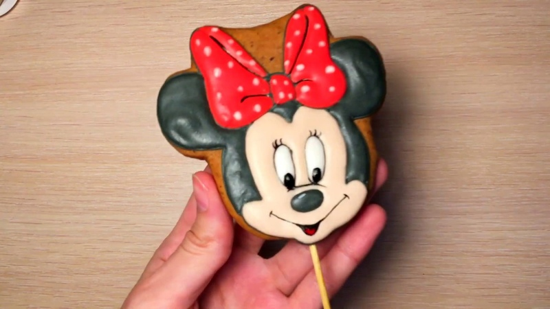 Minnie Mouse cookies Decorate Minnie Mouse cookies with royal icing