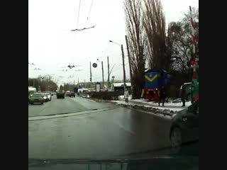 Женщина едва не попала под поезд - Типичный Нижний Новгород