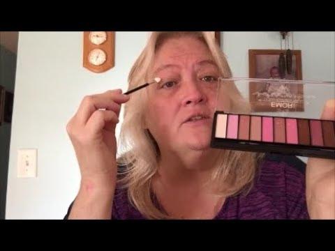 ASMR ... Im Doing Your Makeup Soft Spoken