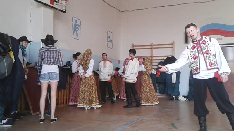 народный ансамбль песни и танца Весна распевается перед профориентацией