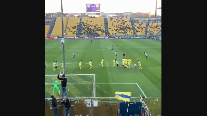 Messi this, Messi that, how about this free-kick from Parmas CENTER-BACK, Bruno Alves - - IGDavi_leo