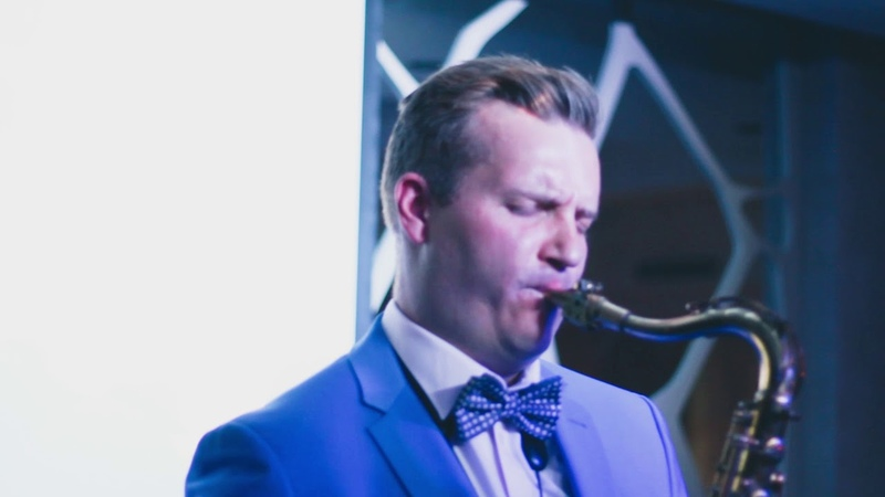 Saxophonist's lounge music | viDOS.pro