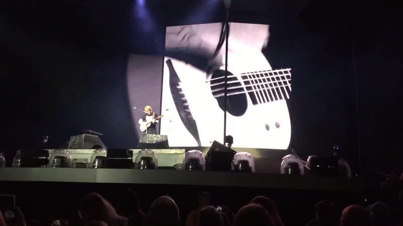 Тур | Эд Ширан исполняет песню «Shape Of You» на стадионе «PNC Park», Питтсбург, США | 29 сентября 2018