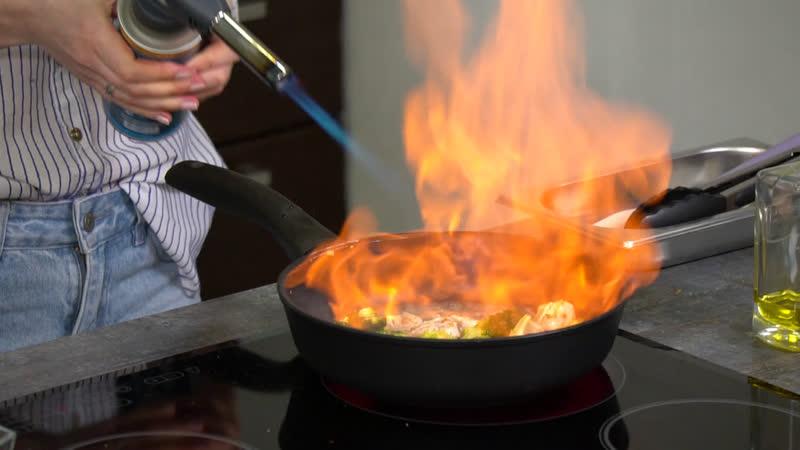 Рецепты от бренд шефа Ешь Деревенское печеный батат с йогуртовым соусом и винной индейкой