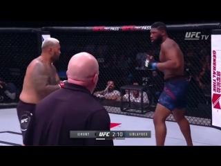 Избитый Блейдс проводит спасительный тейкдаун против Марка Ханта