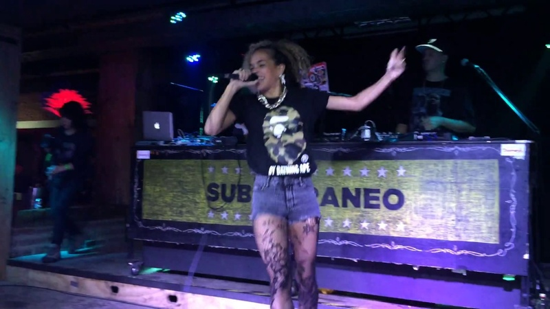 MC Melodee x Cookin Soul - Check Out Melodee ( Club Subterraneo, Santiago de Chile)