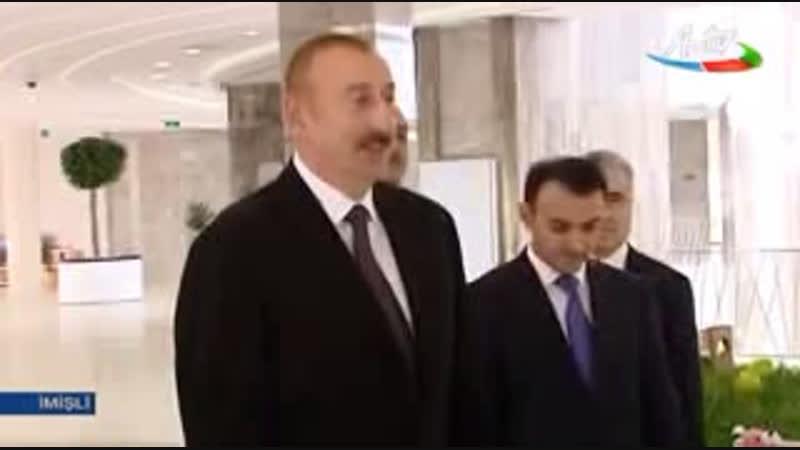 Robot Sofiya ve Ilham Eliyev